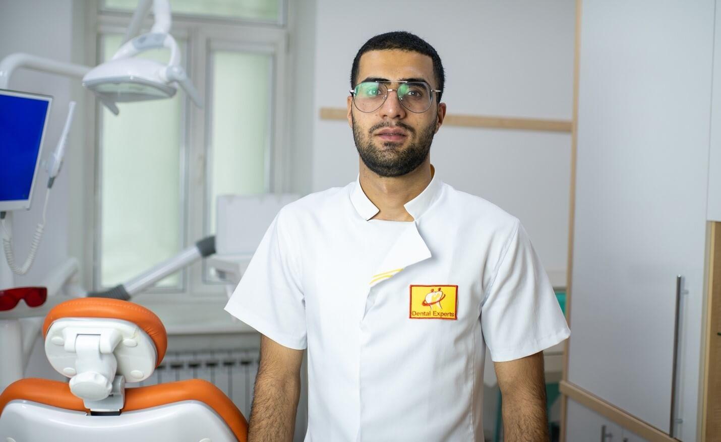 Ортодонт в стоматологической клиники Dental-center
