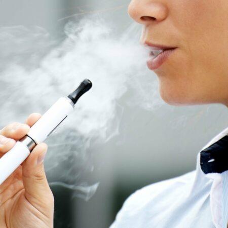 Электронные сигареты могут развивать кариозные полости в зубах человека